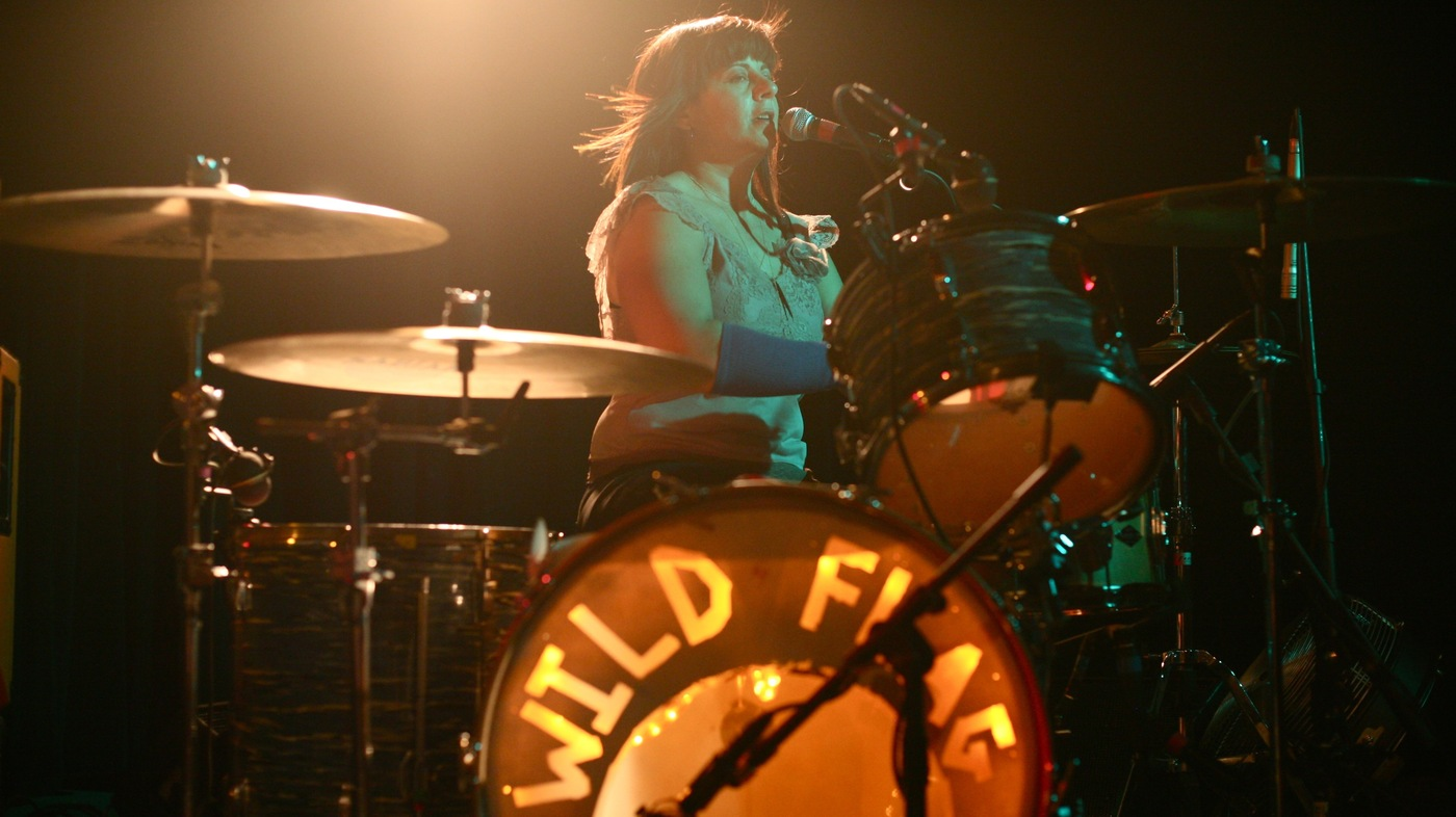 name that drum fill from wild flag drummer ja  weiss