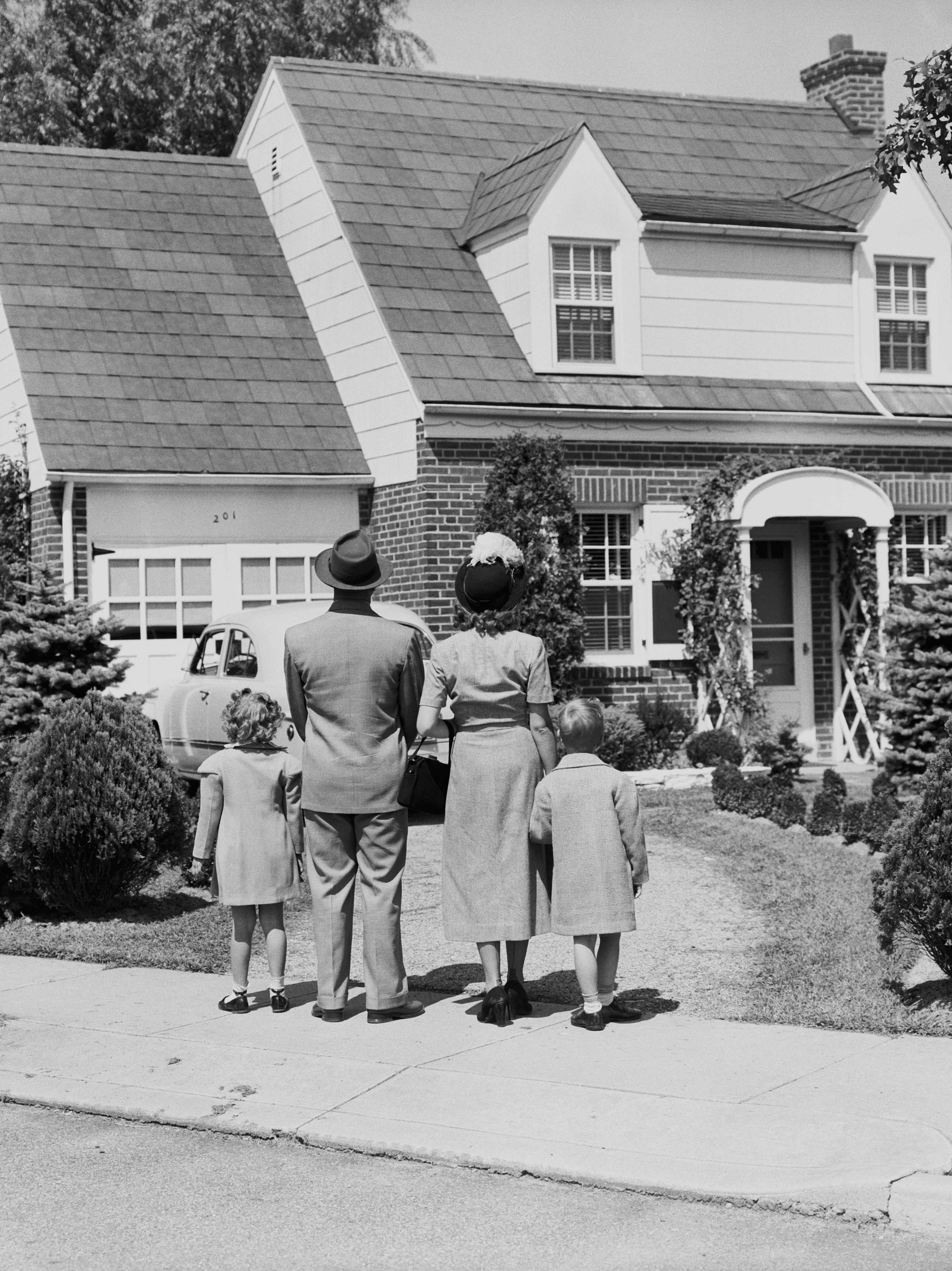 the reality of american dream essay The american dream is defined as someone starting low on the economic or social level, and working hard towards prosperity and or wealth and fame by having money, a car, a big house, nice clothes and a happy family symbolizes the american dream.