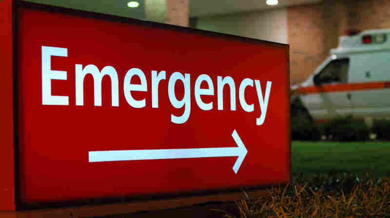 A sign points the way to a hospital emergency room.