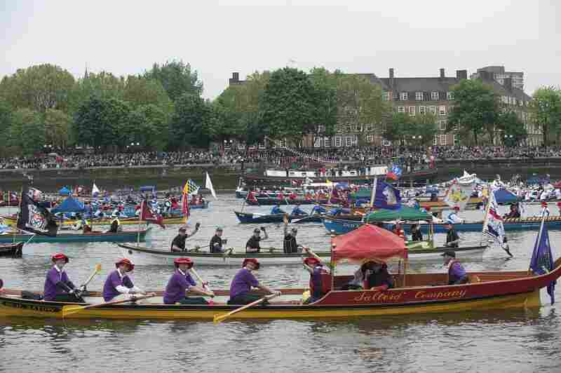 """River processions were once common in London. The last comparable royal pageant was held for King Charles II in 1662, when diarist Samuel Pepys recorded boats so numerous he could """"see no water."""""""