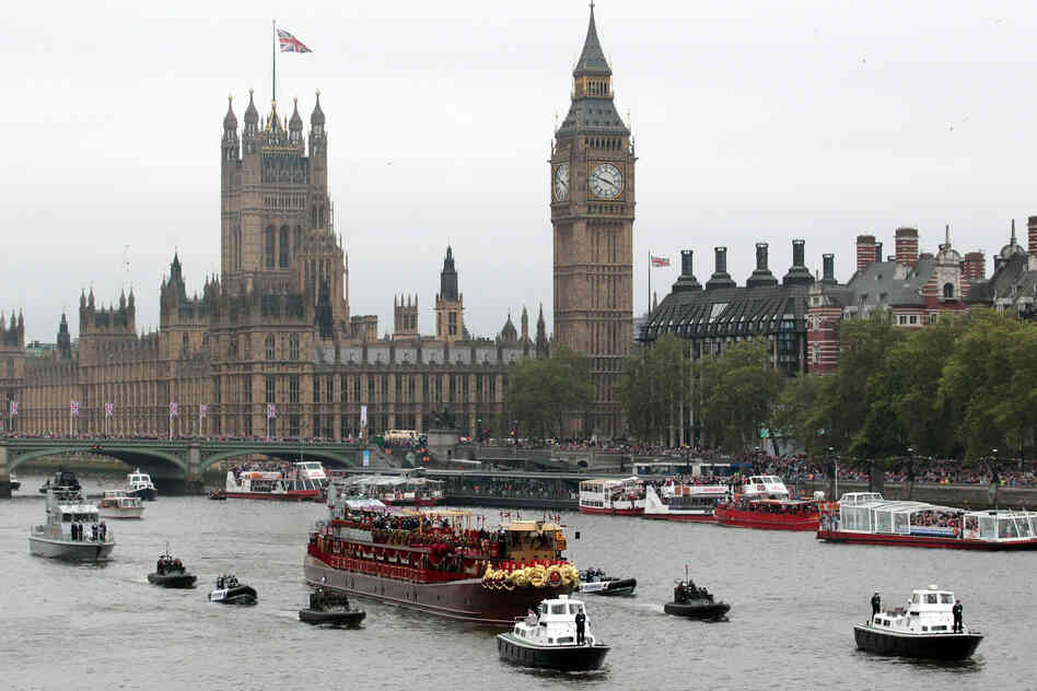 Queen Elizabeth II sailed down the River Thames on Sunday amid a motley but majestic flotilla of 1,000 vessels, mustered to mark her 60 years on the British throne.