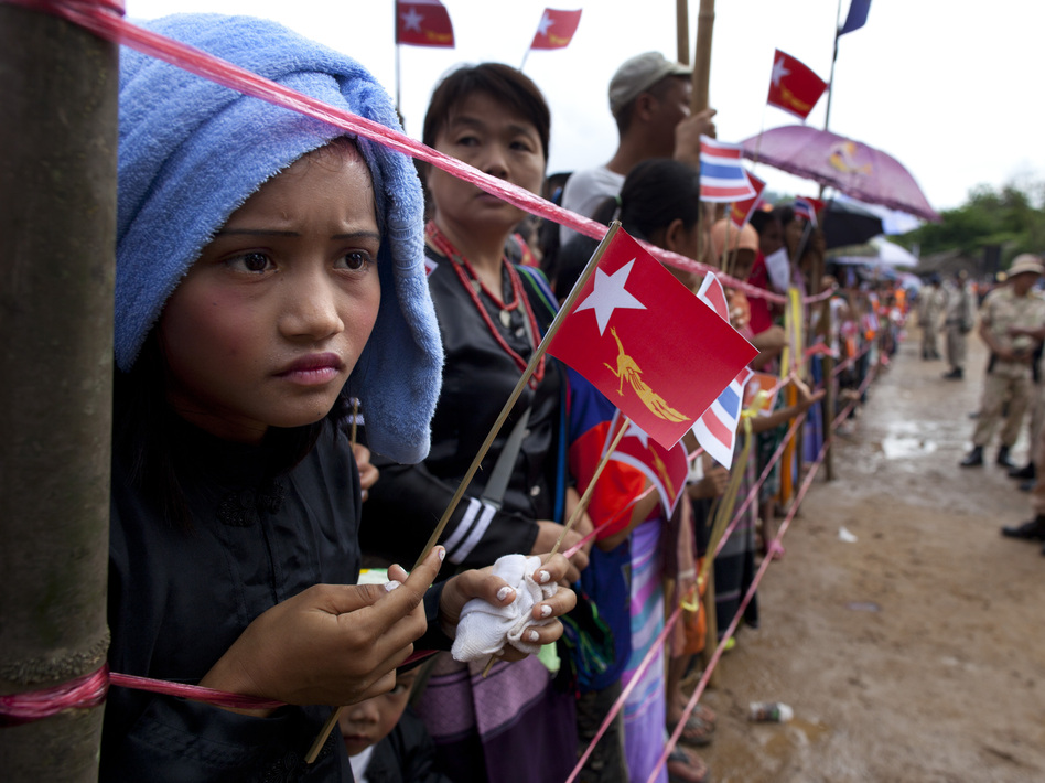 Ethnic Karen refugees waited hours for Suu Kyi to arrive at the Mae La refugee camp. (Getty Images)
