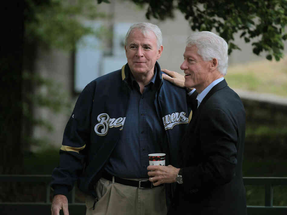 Milwaukee Mayor Tom Barrett greets former President Clinton at a Get Out The Vote Rally on Friday.