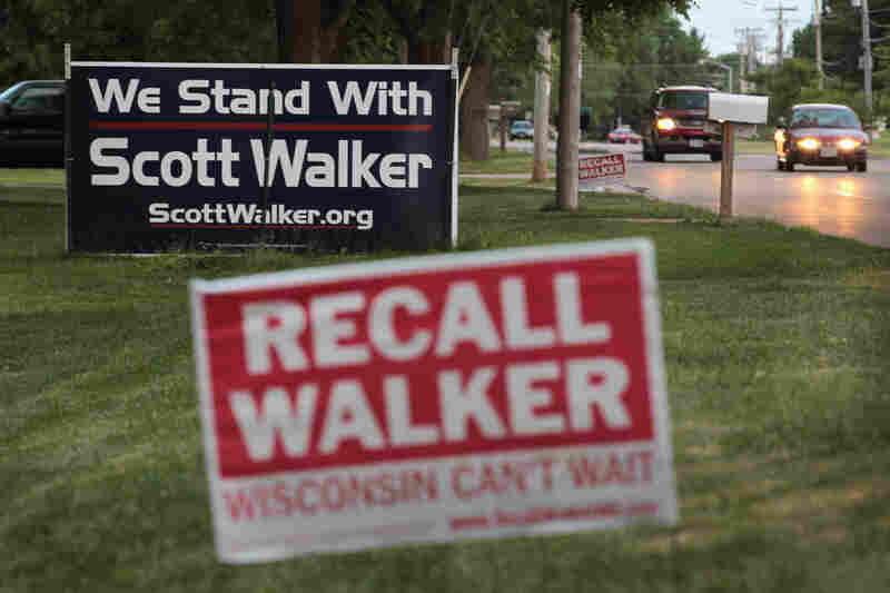 Neighbors display signs with opposite views in Beloit.