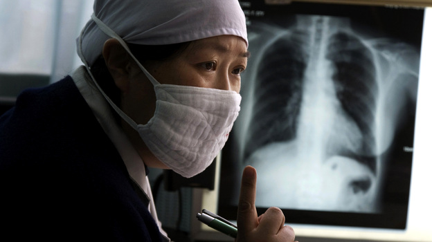 Gao Weiwei, a doctor of the Beijing Chest Hospital which specializes in the treatment of tuberculosis, talks to a patient suspected to have tuberculosis at the hospital in Tongzhou, near Beijing, March 27, 2009. (AP)