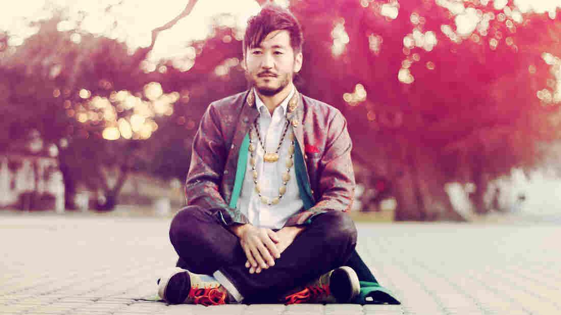 Kishi Bashi is the stage name of Japanese-American multi-instrumentalist K. Ishibashi.