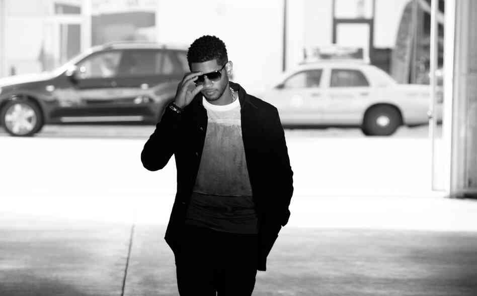 On Looking 4 Myself, Usher's seventh studio album, the singer works with producers to cloak classic R&B in cutting-edge sounds.