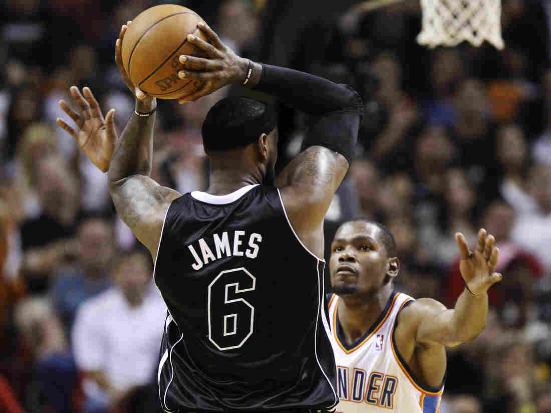 The Miami Heat's LeBron James and Kevin Durant of the Oklahoma City Thunder (s