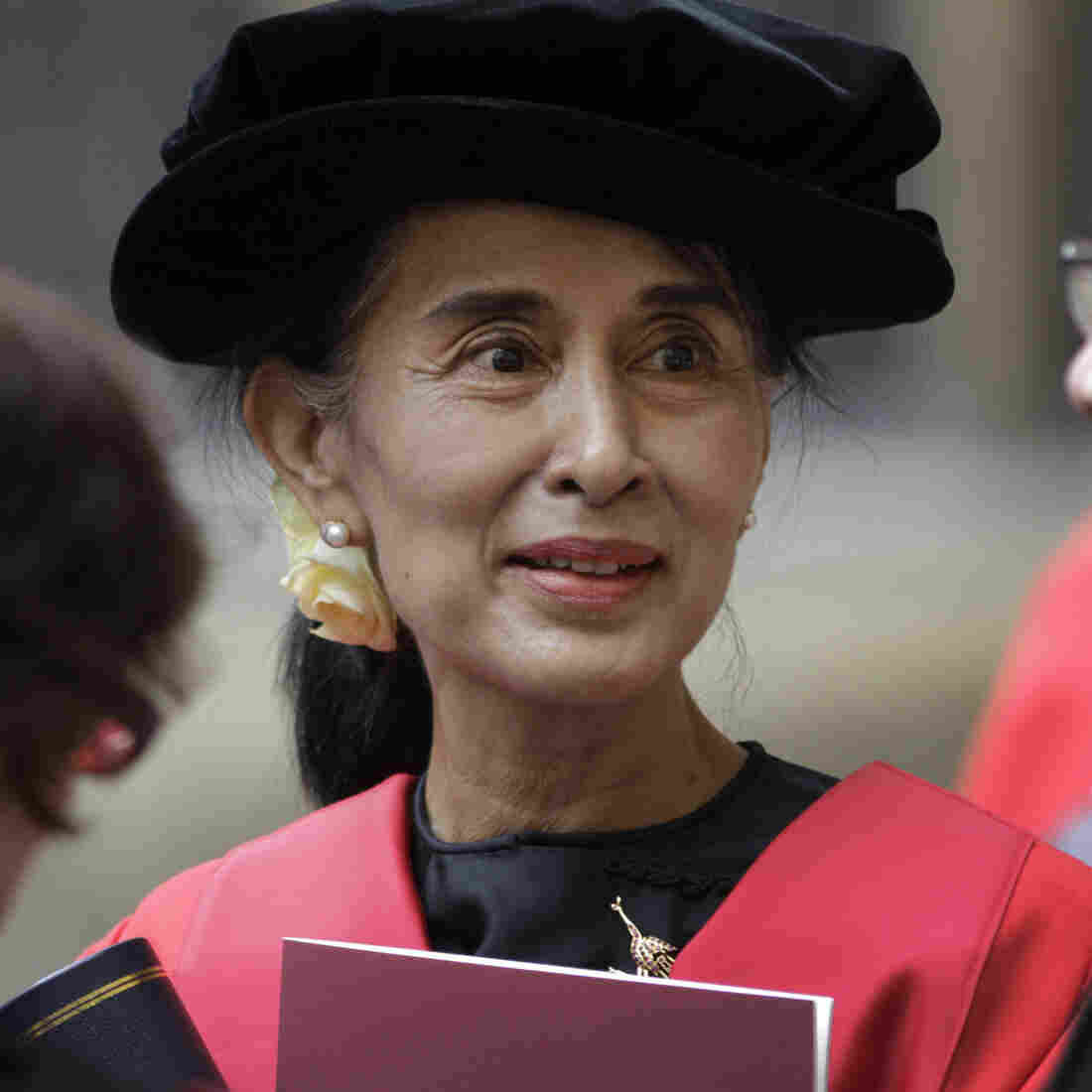 Aung San Suu Kyi finally received her honorary degree from Oxford University after it was initially awarded in 1993. In her speech, Suu Kyi praised Oxford for helping her see humankind at its best during her long years under house arrest in Myanmar.