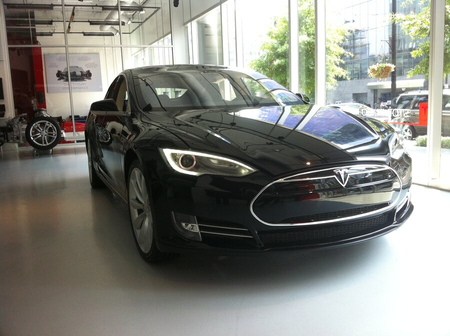 Tesla S New Electric Sedan Five Pengers 89 Mpg And No Engine