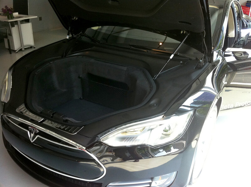 The Front Trunk Of Tesla Model S Sedan Provides 8 1 Cubic Feet E
