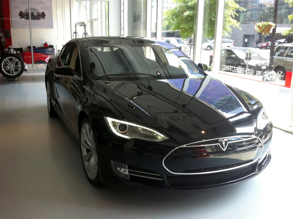 Tesla S New Electric Sedan Five Passengers 89 Mpg And No Engine