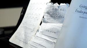 Jeremy Denk plays a whirlwind etude by Ligeti.