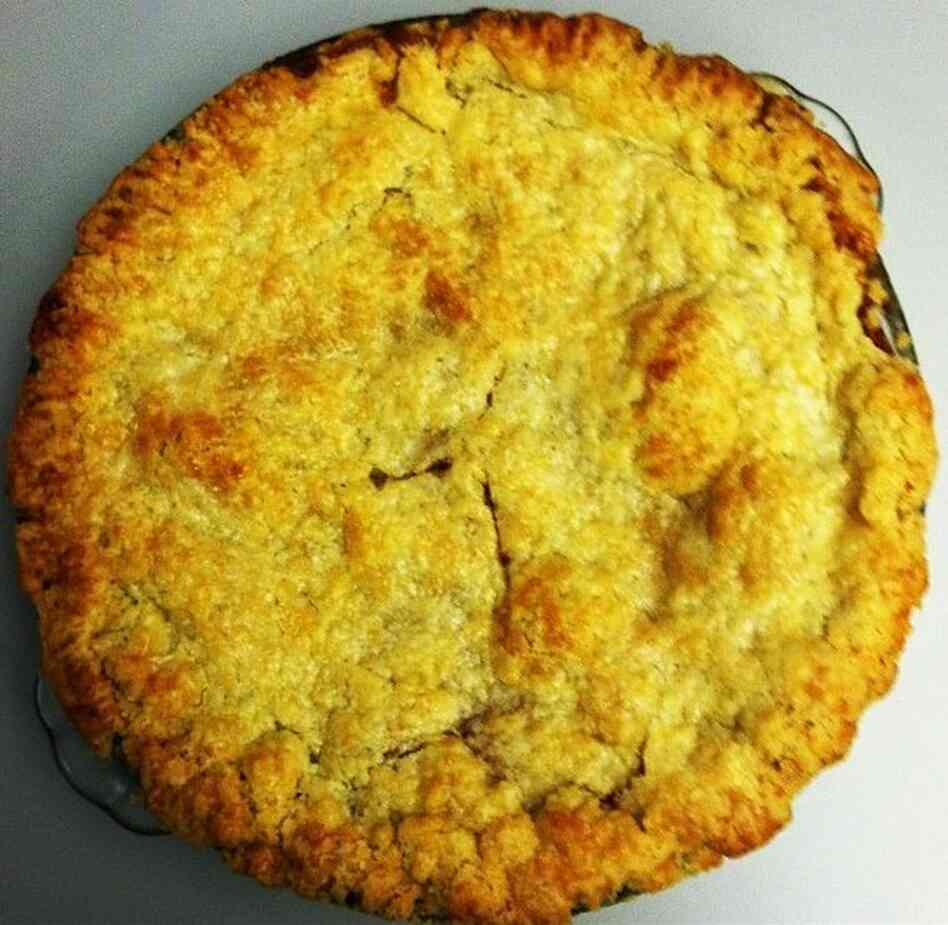 Bubbe Pavone's Honey Caramel Peach Pie