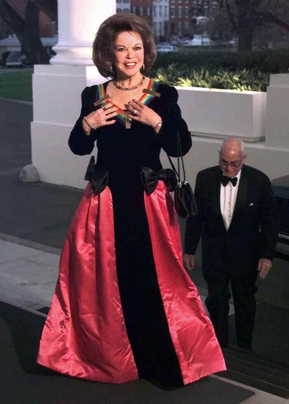 Temple arrives at the White House in 1998. She was among those receiving Kennedy Center honors, in her case for lifetime achievement in the arts.