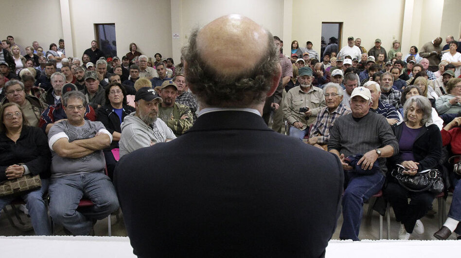 Kenneth Feinberg speaks at a January 2011 town hall meeting for claimants of the BP oil spill compensation fund in Grand Isle, La. (AP)