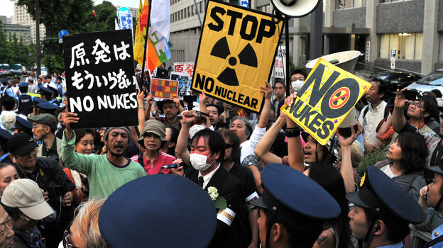 Anti-nuclear activists in front of the prime minister's official residenc