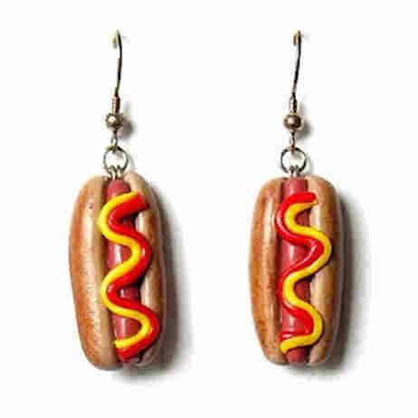Hot dog earrings from @janelstewart