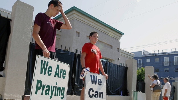 Abortion opponents demonstrate outside Mississippi's only abortion clinic in Jackson. (AP)