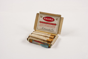 """A Raumo Egyptian cigarettes package from 1914-15 contained an accompanying """"coaching note"""" in Chinese. Hopeful immigrants would memorize answers to make sure they were responding to questions from immigration officials correctly. A note was found hidden in this pack and reads, """"Grandmother bound feet. Chun Seak with me not recognize. Sure remember."""""""