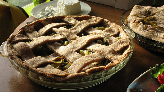 Some desperation pies, like green tomato pie, still enjoy niche popularity today. (Flickr)