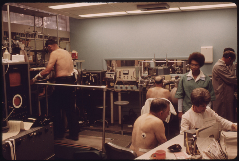 Miners undergo tests in the black lung laboratory at the Appalachian Regional Hospital. (US National Archives)