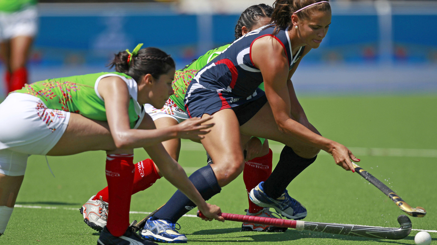 field hockey a team sport Field hockey games begin with a coin toss by the umpire the home team gets to choose whether it wants heads or tails the team that wins the toss gets its choice of either possession of the ball at the start of the game or the side of the field it would like to defend.