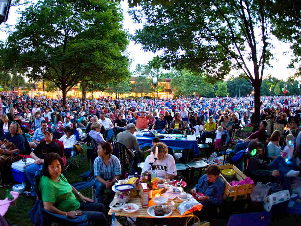 Music and food mix well on the lawn of the Ravinia Festival outside Chicago. This year's edition runs through Sept. 9.