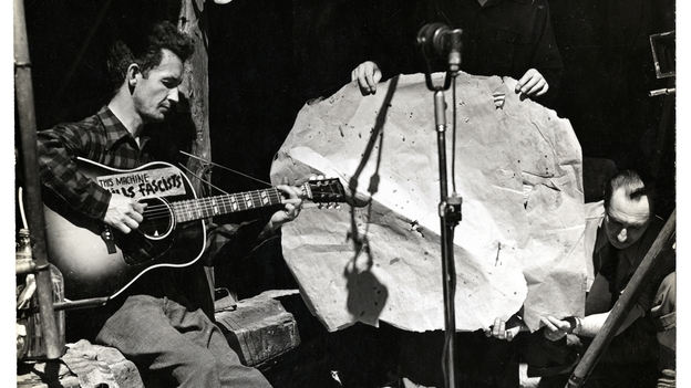 Woody Guthrie singing, Smithsonian Folkways image