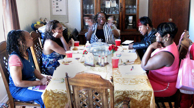 Support group members Pamela Travis (from left), Dominique Martin, Yovanda Dixon, Shanna Chaney and Ramona Shewl hold a meeting as part of the Family Independence Initiative. The Oakland nonprofit encourages low-income families to form small