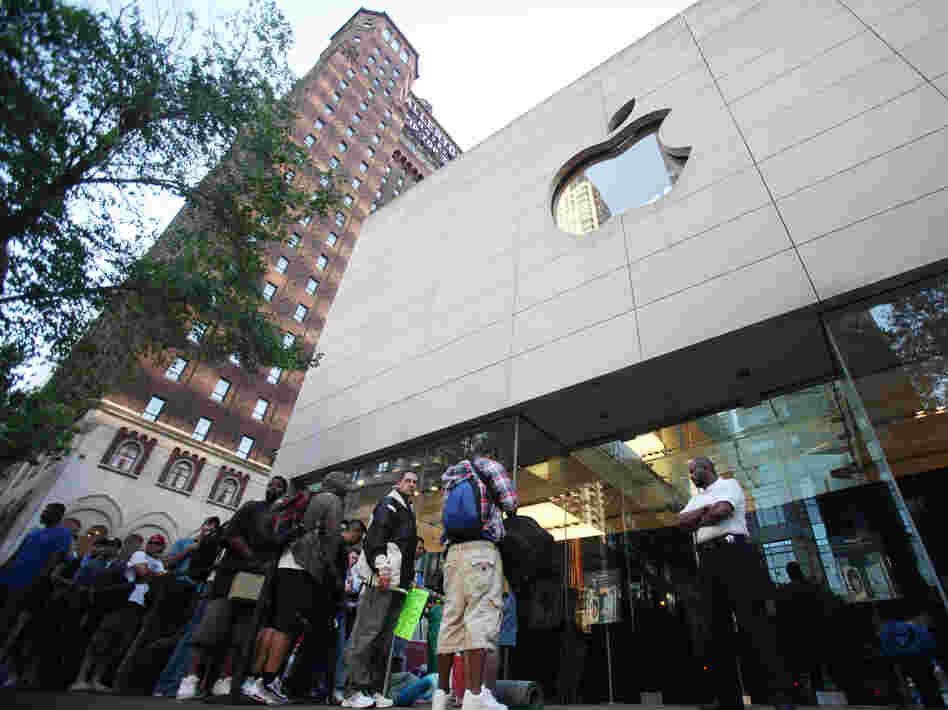 Hundreds of people line up outside an Apple store in Chicago to buy the iPhone 4 in 2010. Apple had removed its products from EPEAT's registry of environmentally friendly electronic devices but later reversed course.