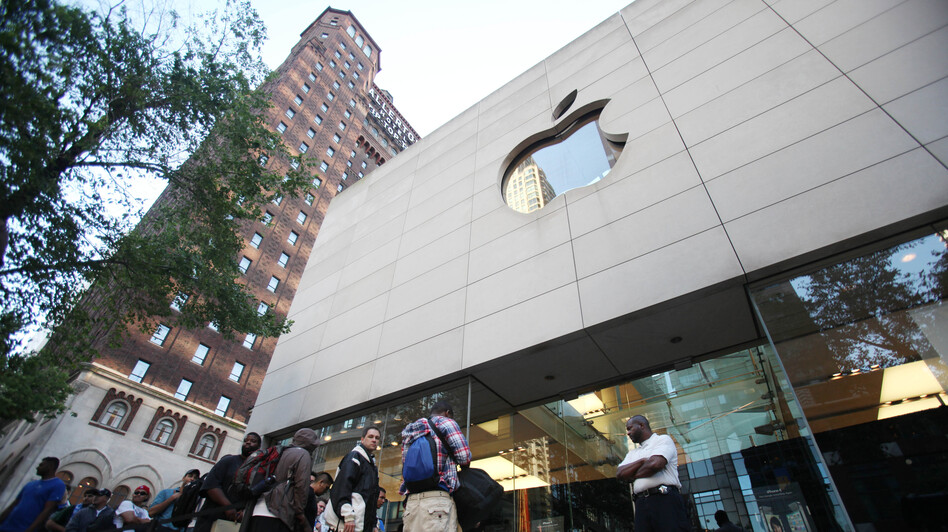 Hundreds of people line up outside an Apple store in Chicago to buy the iPhone 4 in 2010. Apple had removed its products from EPEAT's registry of environmentally friendly electronic devices but later reversed course. (AP)