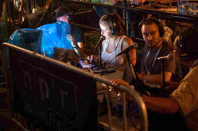 The performance was broadcast live by NPR's Alt.Latino. Hosts Jasmine Garsd and Felix Contreras were joined by KEXP's DJ Chilly.