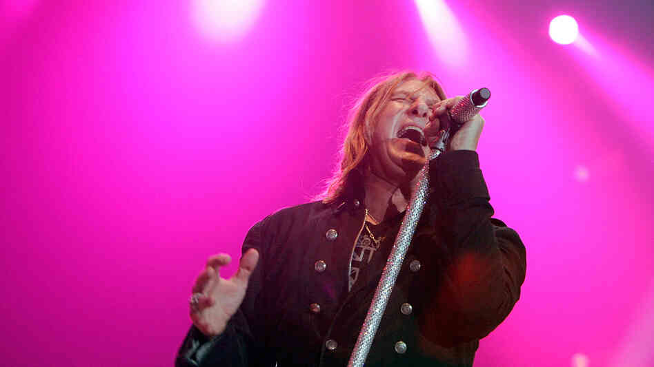 Joe Elliott fronting Def Leppard in London last year.