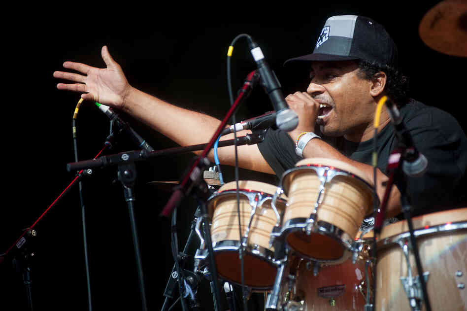 The group was part of a Latin Alternative Music Conference showcase that also featured Chilean MC Ana Tijoux and Puerto Rico's Calle 13.