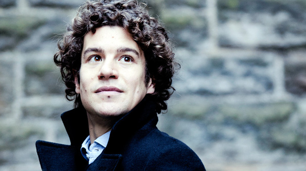Robin Ticciati conducts beyond his years in a debut recording with the Scottish Chamber Orchestra. (Marco Borggreve)