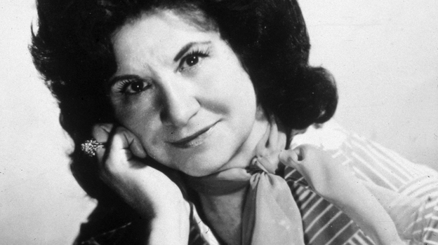 A studio portrait of Kitty Wells in the mid-'70s. (Frank Driggs Collection/Getty Images)