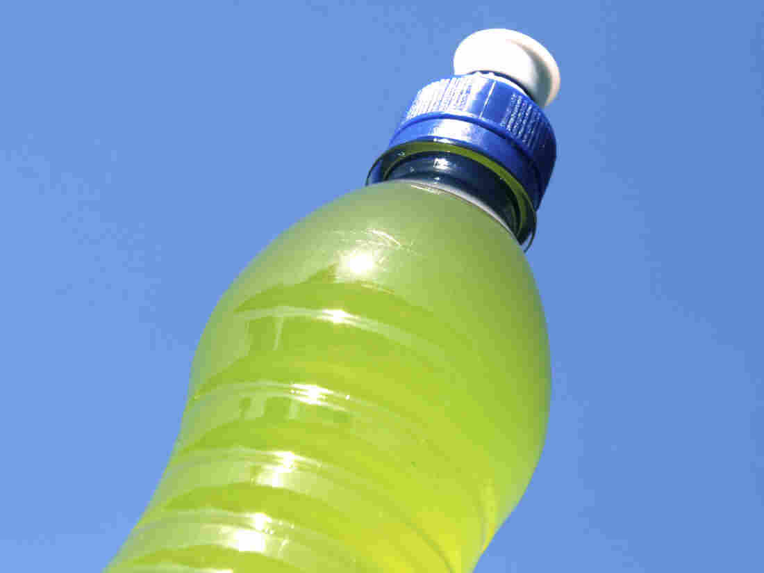 Some athletes are choosing water and real food instead of sports drinks and processed bars and gels.
