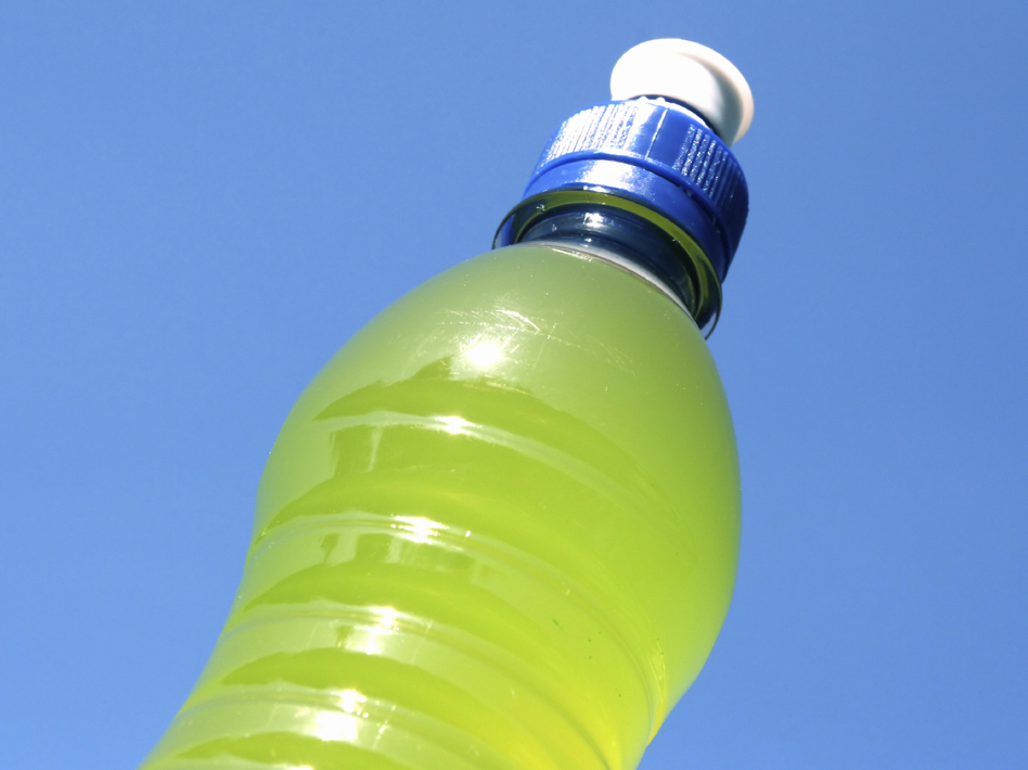 Some athletes are choosing water and real food instead of sports drinks and processed bars and gels. (iStockphoto.com)