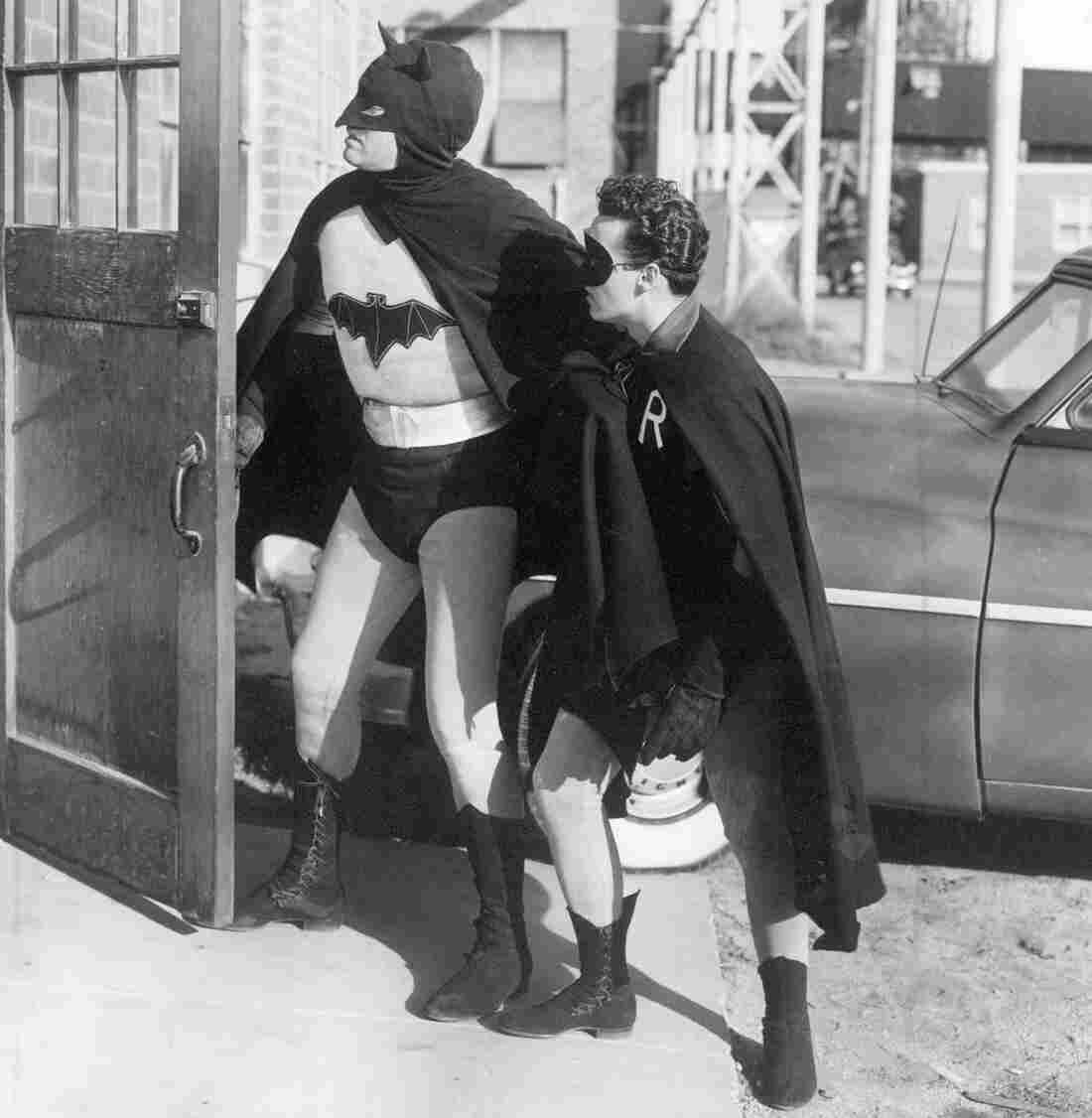 Robert Lowery as Batman and John Duncan as Robin in 1949's Batman and Robin.