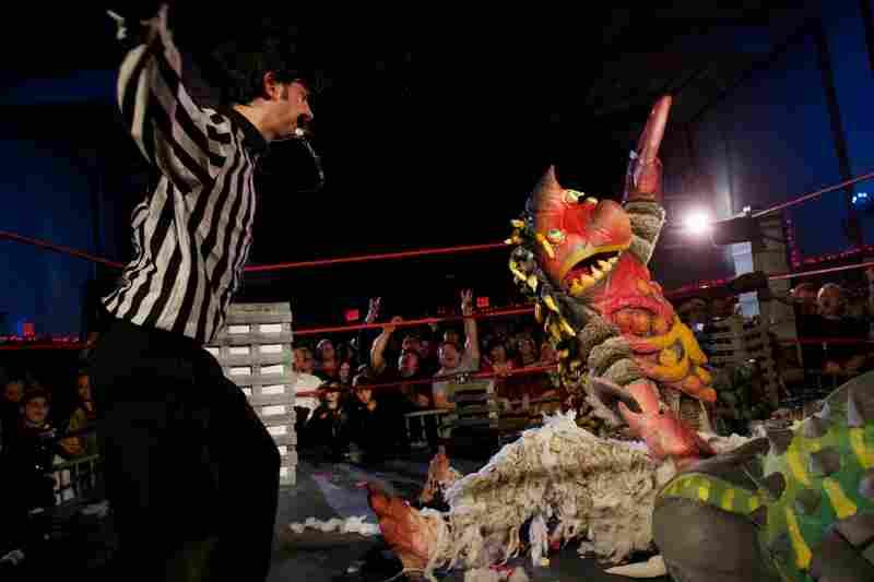 Live monster wrestling, Brooklyn, N.Y.