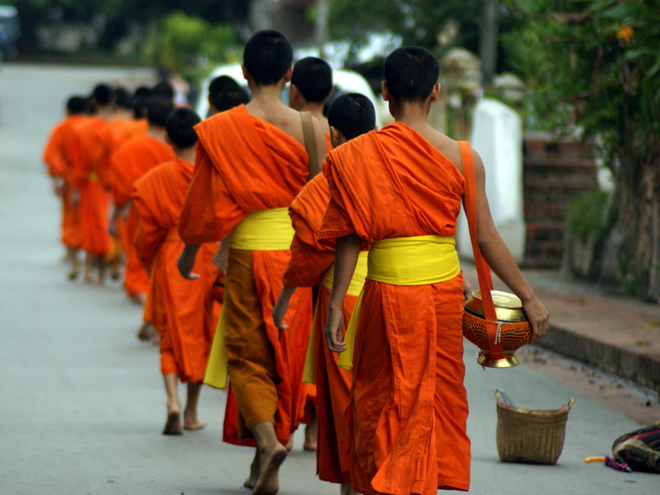 A sunrise ritual draws Pam Houston to Luang Prabang, Laos. ( )