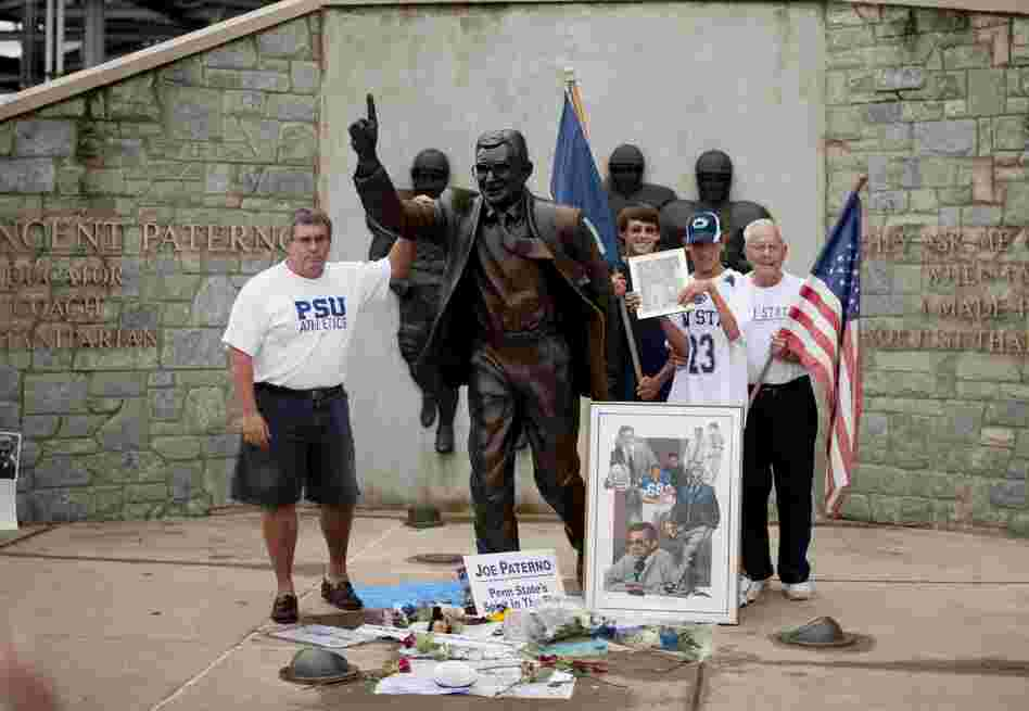 Anticipating the statue's removal, fans drove in from miles around on Saturday to take their photos posing with it for the last time.