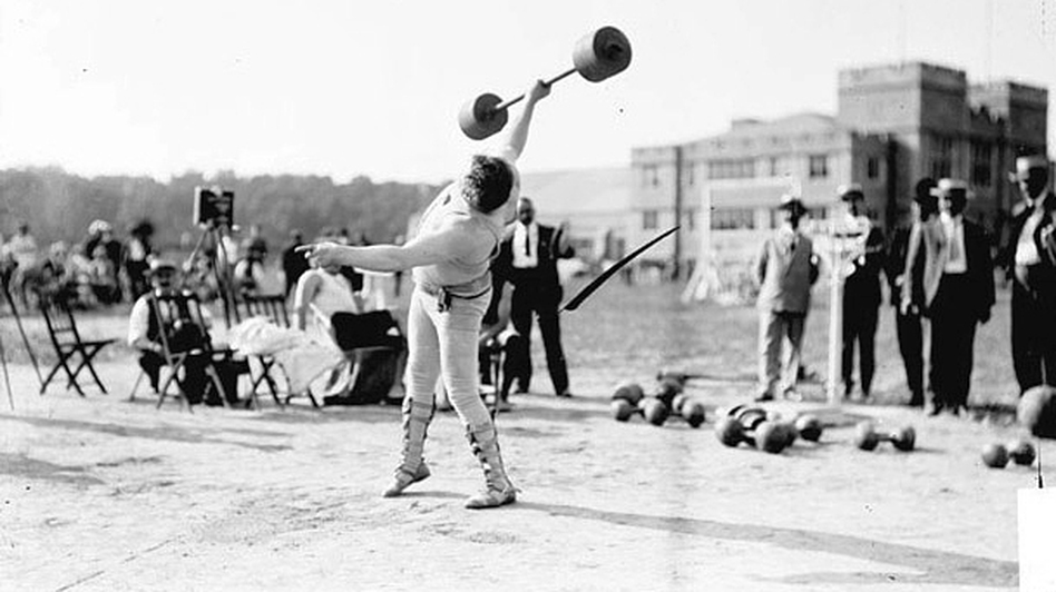 Who needs two hands? At the 1904 Olympics in St. Louis, the events included All Around Dumbell, which comprised 10 one- and two-handed lifts. (Chicago History Museum/Library of Congress)