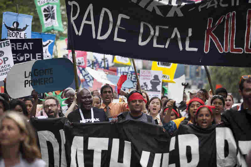 On Tuesday afternoon, thousands of people marched from the Washington Convention Center to protest several issues related to AIDS, including high prices of HIV drugs and inequalities for women.