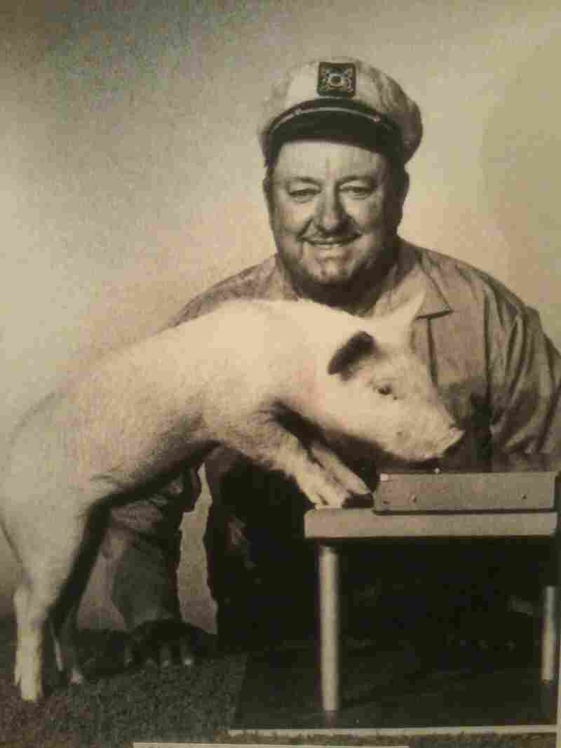 Inn trained the pig Arnold Ziffel to play the piano for the television series Green Acres.