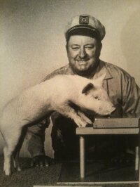 Inn trained the pig Arnold Ziffel to play the piano for the television series <em>Green Acres</em>.