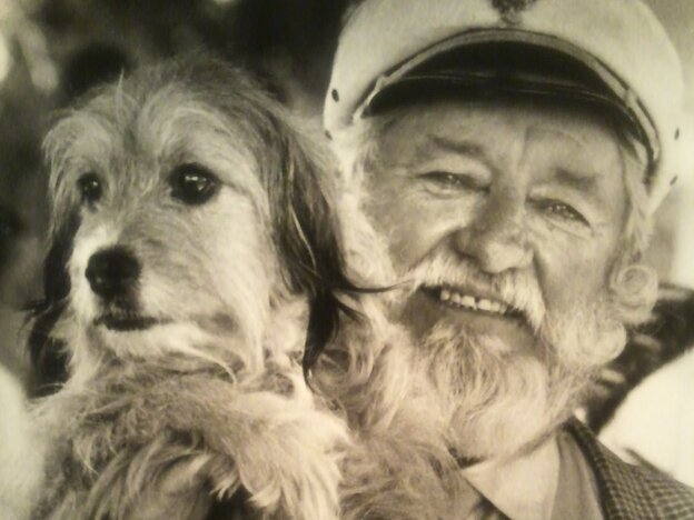 Hollywood animal trainer Frank Inn with Higgins, a shelter dog known for his starring roles in the 1960s TV series <em>Petticoat Junction</em> and<em> </em>the 1974 film <em>Benji</em>.