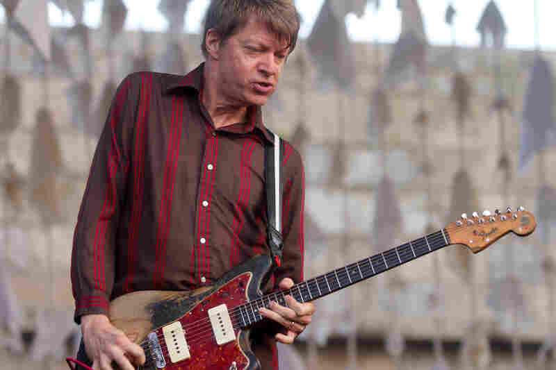 Nels Cline doing what he does best: Shredding.