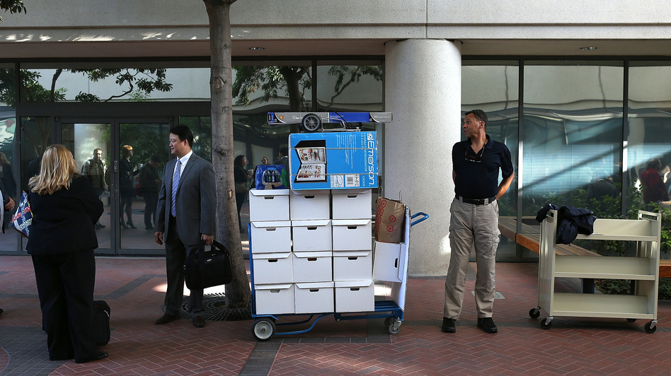 Samsung Electronics Co. representatives wait to enter the Robert F. Peckham Federal Courthouse in San Jose, California on Monday. (Getty Images)